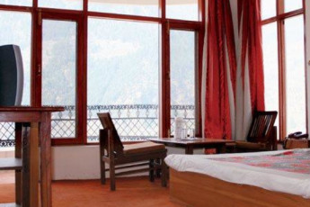 Manali International YH : Manali International hostel India private double room window