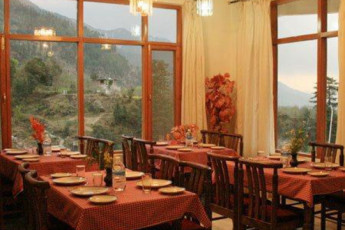 Manali International YH : Manali International hostel India dining room