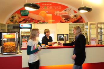 Koblenz : Hostel guests at Cafe Koblenz