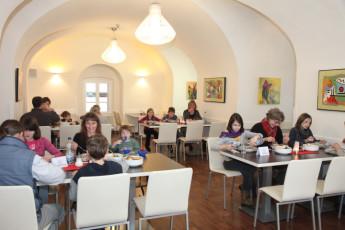 Koblenz : Hostel guests in restaurant Koblenz