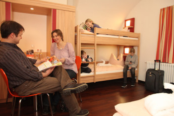 Koblenz : Koblenz Hostel guests in family room