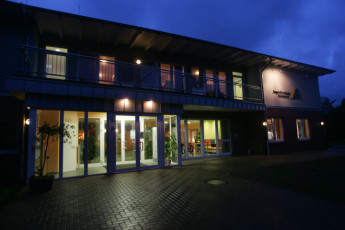 Norddeich : Norddeich Hostel building at night