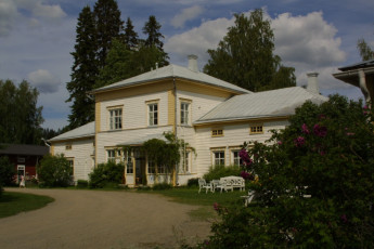 Rautalampi - Korholan Kartano : Exterior to the Rautalampi - Korholan Kartano Hostel in Finland