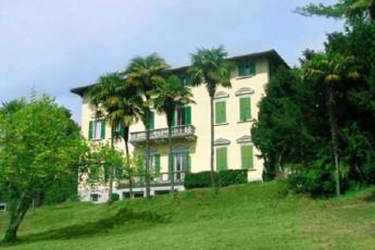 Verbania YH - (Lake Maggiore) : mostrador de recepción en Verbania Youth Hostel - (Lago Maggiore), Italia