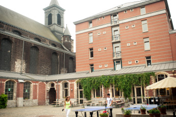 Liège - Georges Simenon Youth Hostel : Courtyard at the Liege - Georges Simenon Youth Hostel in Belgium