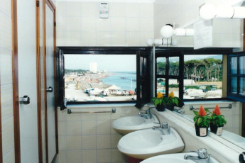 Marina di Massa - Ostello Apuano : Bathroom in Marina di Massa - Ostello Apuano Hostel, Italy