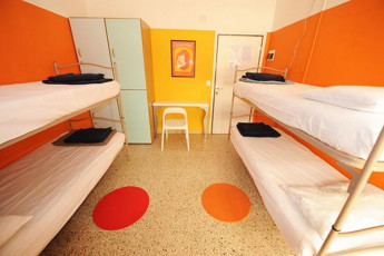 Sunflower Beach Backpacker Hostel : da letto matrimoniale in Sunflower Beach Backpacker Hostel, Italia