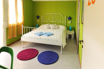 Sunflower Beach Backpacker Hostel : Double Bedroom in Sunflower Beach Backpacker Hostel, Italy