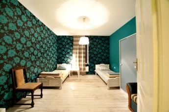 Sofia - Levitt Hostel : dormitorio con cama doble en Sofía - Levitt Hostel, Bulgaria