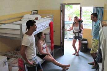 Cairns - Cairns Central YHA : Guests in dorm room at the Cairns - Cairns Central hostel in Australia