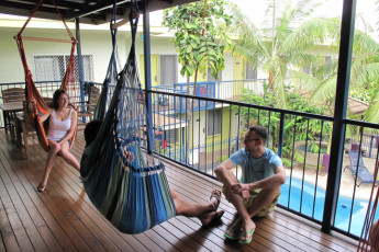 Cairns - Cairns Central YHA : Guests relaxing on terrace at the Cairns - Cairns Central hostel in Australia