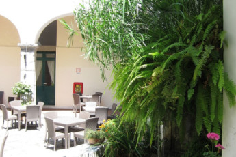 Salerno (Amalfi Coast) : Garden and Patio Area at Salerno (Amalfi Coast) Hostel, Italy