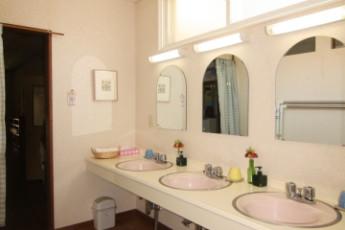 Niseko - YH Karimpani Niseko Fujiyama : Bathroom in Niseko - Youth Hostel Karimpani Niseko Fujiyama, Japan