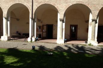 Alessandria - Santa Maria Di Castello : Área de patio en Alexandria - Santa Maria di Castello albergue, Italia