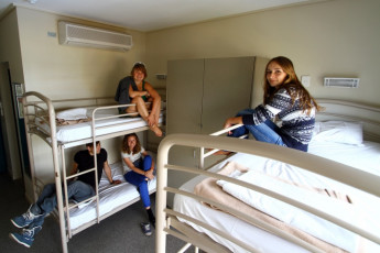 Brisbane - Brisbane City YHA : Guests in dorm room at the Brisbane - Brisbane City Hostel in Australia