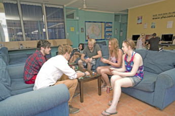 Coffs Harbour YHA : Lounge at the Coffs Harbour Hostel in Australia
