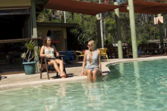 Hervey Bay - Colonial Village YHA : Guests in swimming pool at the Hervey Bay - Colonial Village YHA Hostel in Australia