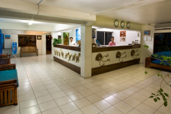 Nadi - Nadi Bay Resort : Reception Desk and Lobby in Nadi - Nadi Bay Resort Hostel, Fiji