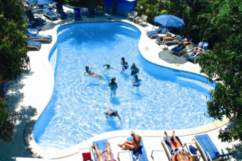 Nadi - Nadi Bay Resort : Swimming Pool at Nadi - Nadi Bay Resort Hostel, Fiji