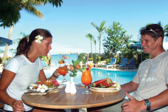 Nadi - Nadi Bay Resort : Guests Sitting by the Pool Area in the Restaurant at Nadi - Nadi Bay Resort Hostel, Fiji