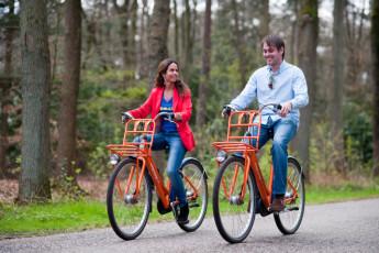 Stayokay Apeldoorn : Guests Cycling Outside Stayokay Apeldoorn Hostel, Netherlands
