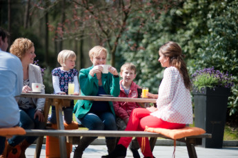 Stayokay Apeldoorn : Guests Relaxing in the Garden at Stayokay Apeldoorn Hostel, Netherlands