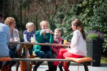 Stayokay Apeldoorn : Guests Relaxing in the Garden at Stayokay Apeldoorn Hostel, Netherlands