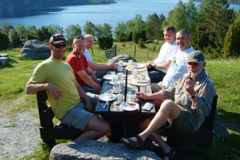 Preikestolen : Breakfast in the Garden at Preikestolen Hostel, Norway