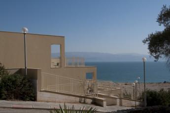Ein Gedi : Exterior of the Ein Gedi hostel in Israel