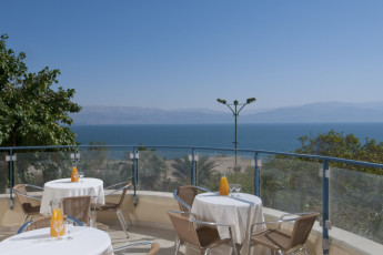 Ein Gedi : Terrace at the Ein Gedi hostel in Israel