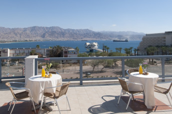 Eilat : Dining terrace at the Eilat Hostel in Israel