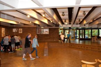 """Hankensbüttel : salón y zona de juegos en """"Hankensbüttel""""hostel, Alemania y la zona del patio"""