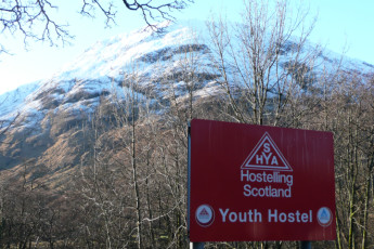 Glencoe SYHA : Sign for the Glencoe SYHA hostel in scotland