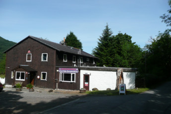 Glencoe SYHA : Exterior view of the Glencoe SYHA hostel in scotland