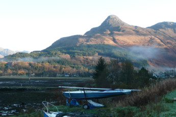 Glencoe SYHA : Area around the Glencoe SYHA hostel in scotland