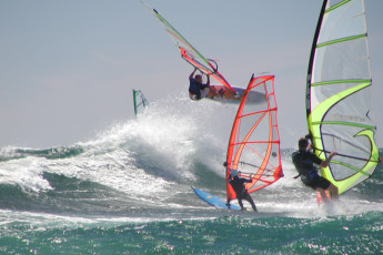 Lancelin Lodge YHA : Lancelin Lodge YHA windsurfing at sea