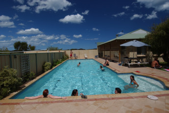 Lancelin Lodge YHA : Lancelin Lodge YHA swimming pool