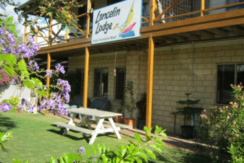 Lancelin Lodge YHA : Lancelin Lodge YHA garden