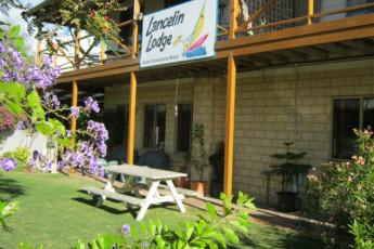 Lancelin Lodge YHA : Lancelin Lodge YHA garden