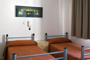 Albergue Inturjoven Víznar : Twin room in the Albergue Inturjoven Viznar Hostel in Spain