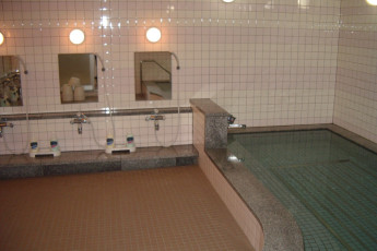 Sapporo - Sapporo International YH : Showers and Bath in Sapporo - Sapporo International Youth Hostel, Japan