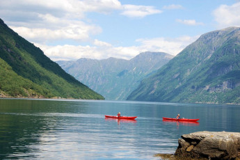 Hellesylt : Canoeing near the Hellesylt hostel in Norway