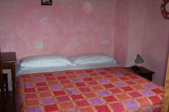 Perugia - Villa Giardino Y.H. : Family Room in Perugia - Villa Garden Youth Hostel, Italy