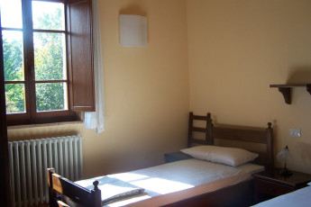 Perugia - Villa Giardino Y.H. : Twin Room in Perugia - Villa Garden Youth Hostel, Italy
