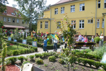 Szczecin - Cuma : Guests in garden of the Szczecin - Cuma hostel in Poland