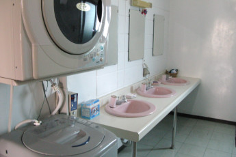 Okinawa - City Front Harumi YH : Bathroom in Okinawa - City Front Harumi Youth Hostel, Japan