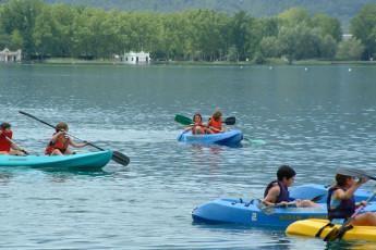 Banyoles - Alberg Banyoles : Guests canoeing at the Banyoles - Alberg Banyoles hostel in Spain