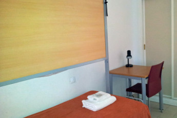 Albergue Inturjoven Aguadulce : Dorm room at the Albergue Inturjoven Aguadulce in spain