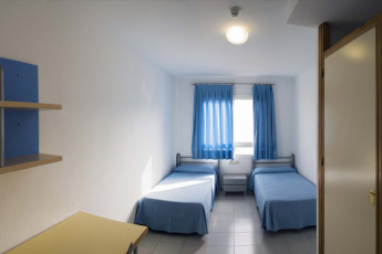 Albergue Inturjoven Almeria : Private twin room in the hostel Hostel Inturjoven Almeria in Spain
