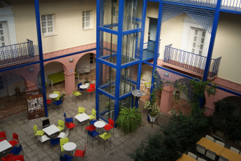 Albergue Inturjoven Huelva : Courtyard of the Hostel hostel Inturjoven Huelva in spain